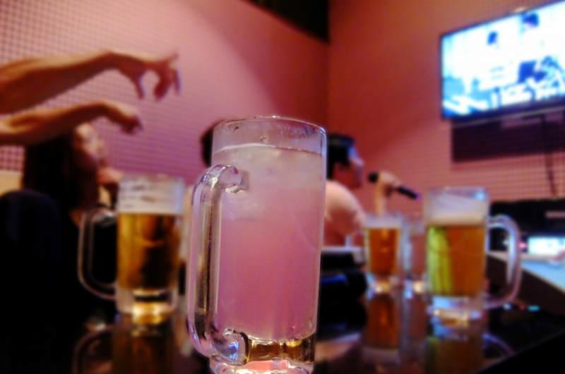 ストロングチューハイとアルコール依存症の関係性は?悪酔いしてしまう理由に驚愕!